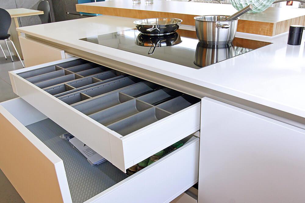 besuchen sie uns in unserer neuen k chenausstellung. Black Bedroom Furniture Sets. Home Design Ideas